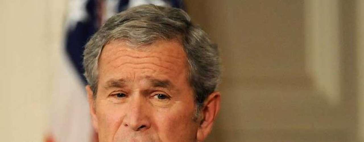 George W. Bush.- El ex presidente republicano y ultraderechista de Estados Unidos gozó de cierto carisma en su primer mandato. Sin embargo, luego de la guerra contra Irak ganó el odio de norteamericanos y el mundo, por su avaricia de poder, la muerte de civiles y soldados estadounidenses. Fue en 2003 cuando arrancó el conflicto con Irak, asegurando que el país representaba una amenaza por poseer armas de destrucción masiva, que jamás fueron encontradas al gobierno de Sadam Hussein.