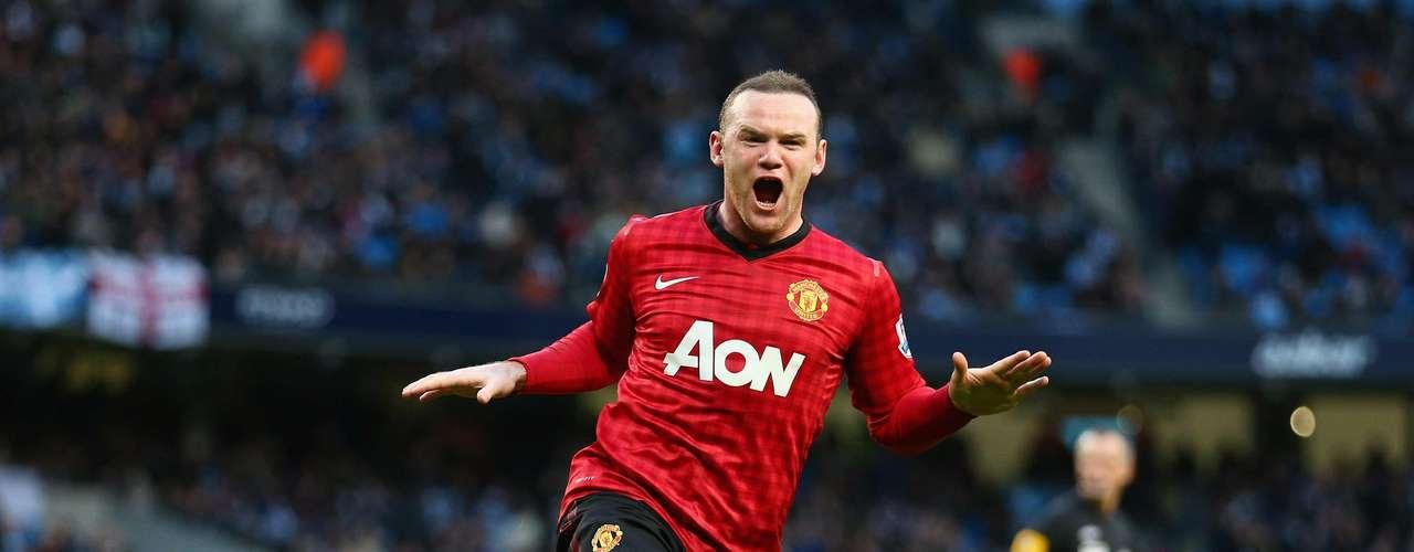 Rooney fue el hombre del partido al marcar los dos primero goles del United que le permitieron manejar el partido aunque fue su nueva contratación, Robin Van Persie quien le dio el triunfo a los 'Diablos Rojos'