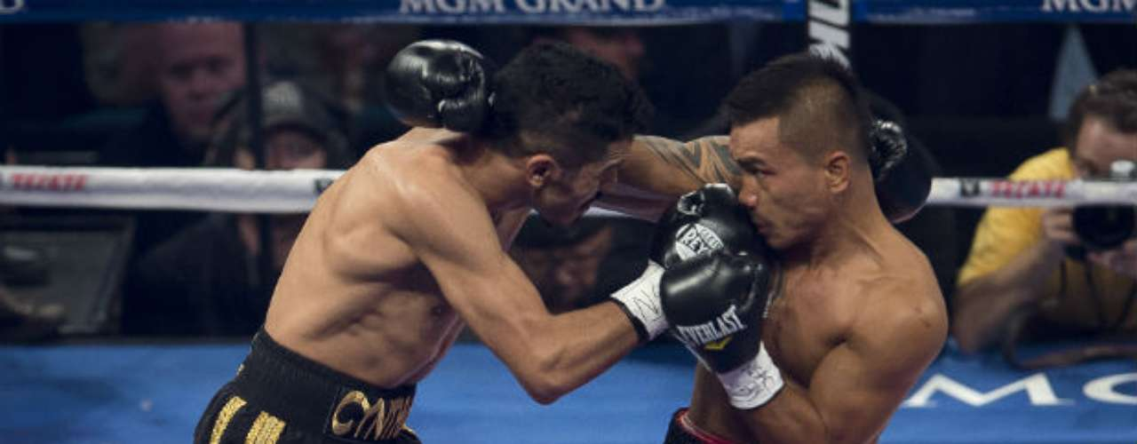 The Mexican retained his lightweight title.