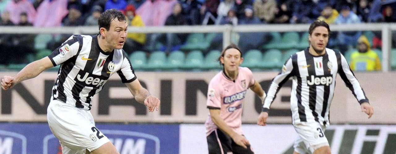Lichtsteiner marcó tras un centro de Mirko Vucinic en el minuto 5 del segundo tiempo.