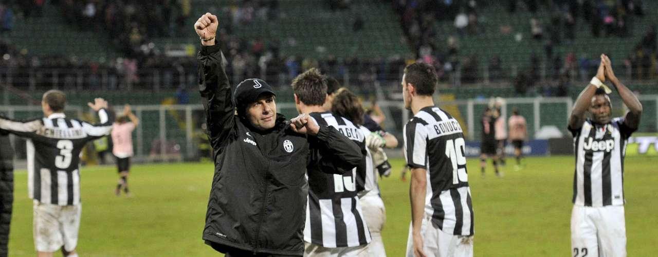 La Juventus regaló su triunfo contra el Palermo 1-0 a su técnico Antonio Conte, que, tras cuatro meses, volvió a sentarse en el banco.