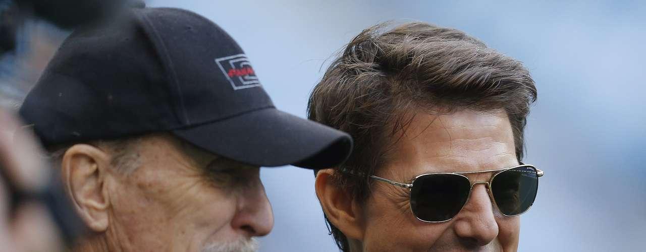 Varias estrellas de cine entre las que estaba Tom Cruise se hicieron presentes en el estadio para observar el derby de Manchester.