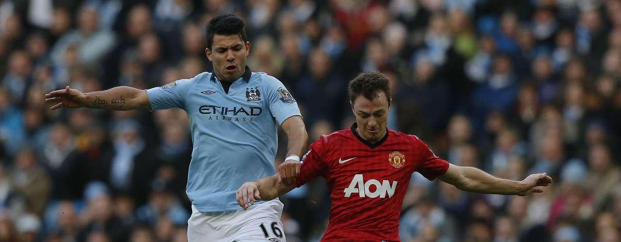 Manchester City's Sergio Aguero (L) challenges Manchester United's Jonny Evans.