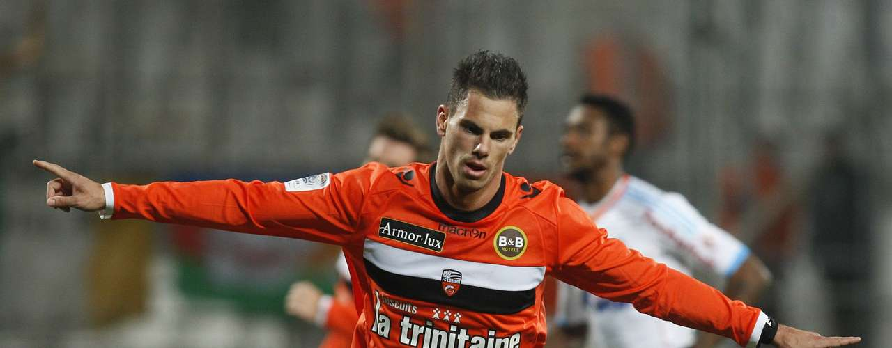 FC Lorient's Jeremie Aliadiere celebrates his goal against Olympique Marseille during their French Ligue 1 soccer match at the Velodrome Stadium in Marseille, December 9, 2012.