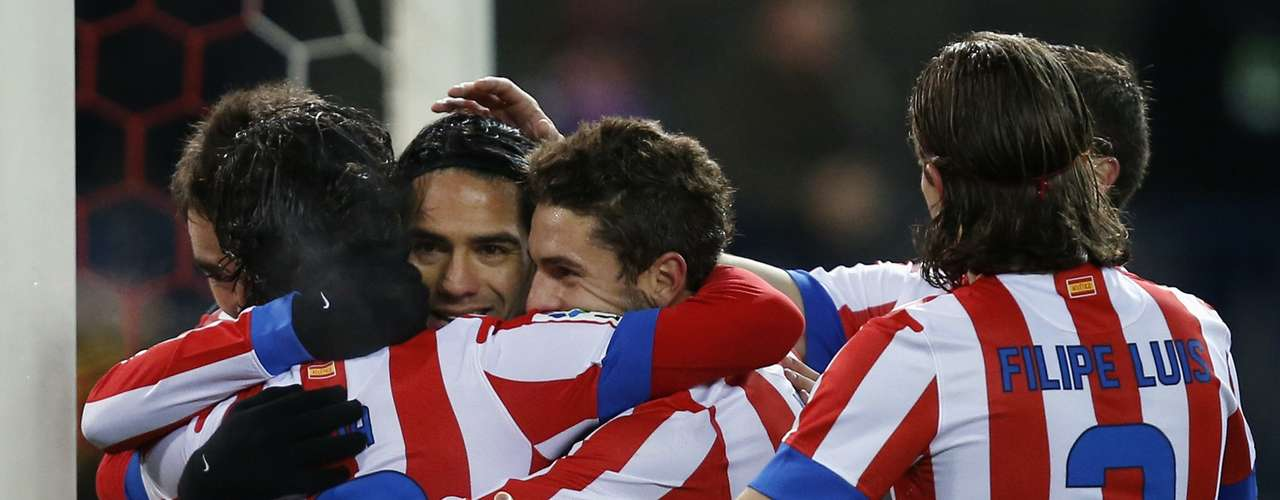 Atletico Madrid's Radamel Falcao (2nd L) celebrates his goal against Deportivo La Coruna with teammates during their Spanish first division soccer match at Vicente Calderon stadium in Madrid December 9, 2012. REUTERS/Susana Vera (SPAIN - Tags: SPORT SOCCER)