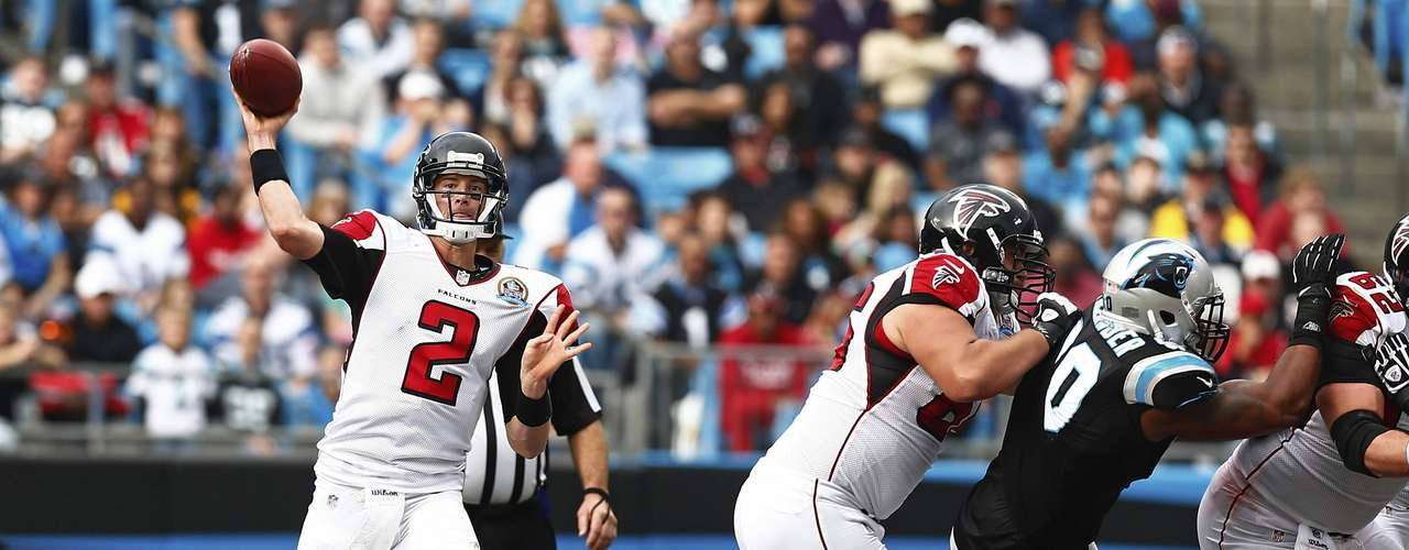 Atlanta Falcons quarterback Matt Ryan (2) looks to pass the ball against the Carolina Panthers during the second half of their NFL football game in Charlotte, North Carolina December 9, 2012.