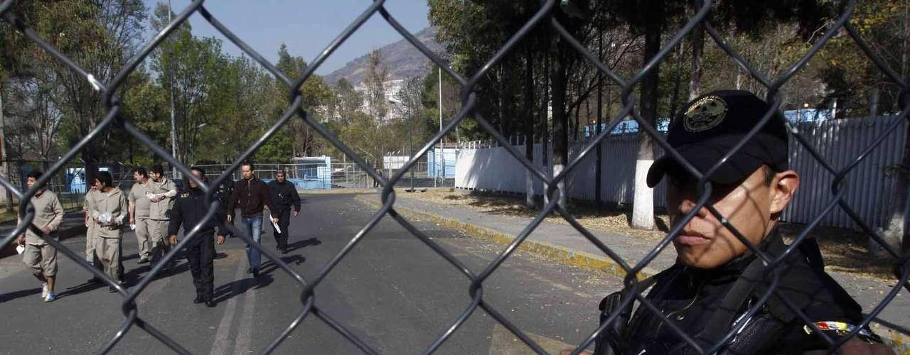 Hernández resaltó que uno de los casos que representan mayores anomalías es el de un joven bolero que fue detenido en la zona de Bellas Artes, al tratar de recuperar su cajón de trabajo que poco antes manifestantes le robaron para agredir a policías.
