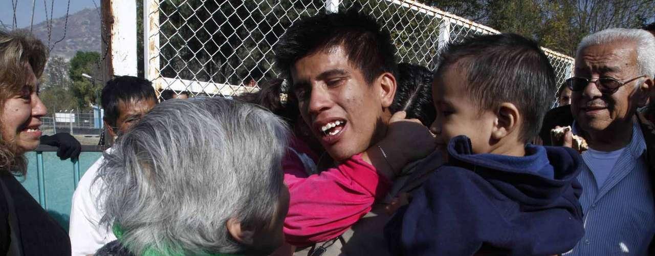Grupos de familiares de los detenidos se manifestaron en los alrededores del reclusorio. Gritaron consignas contra Peña Nieto y por la liberación de los manifestantes presos desde la semana pasada.