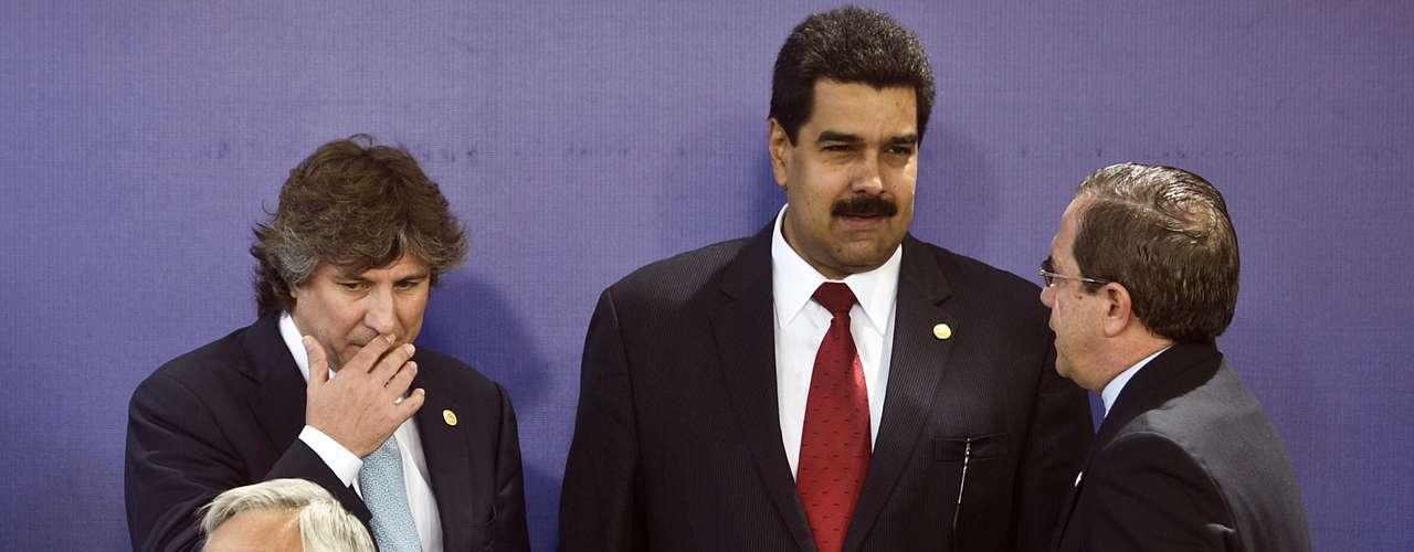 Socialista y sindicalista de toda la vida, Maduro formó parte de la Asamblea Constituyente que redactó la Constitución Bolivariana impulsada por Chávez. Posteriormente ganó un acta de diputado y llegó a ser presidente del Legislativo hasta 2005.