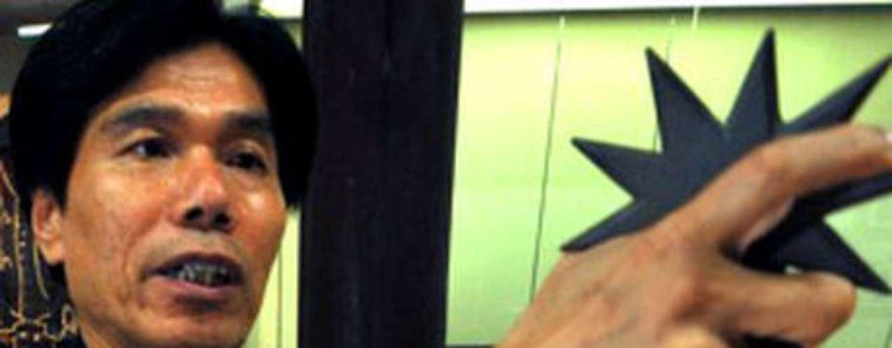 10. Jinichi Kawakam, el último ninja de Japón. El arte del ninjutsu parece estar en peligro de extinción y Jinichi Kawakami lucha por conseguir que sus centenarios saberes no se pierdan. Es el último ninja japonés.Expertos en las oscuras artes del espionaje y el asesinato silencioso, los ninjas transmitían ancestrales sus habilidades de padres a hijos. Ahora hay temor de que esta tradición desaparezca para siempre. (Fuente: BBC Mundo)