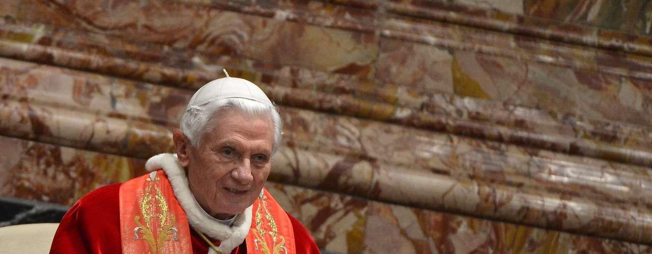 8. Los Reyes Magos eran andaluces. Si el papa Benedicto XVI primero sorprendió al revelar que no hubo mulas ni bueyes presentes en el nacimiento de Jesús de Nazareth, ahora no se ha quedado atrás al afirmar que los Reyes Magos eran de origen andaluz. Según dice el Sumo Pontífice en su libro \