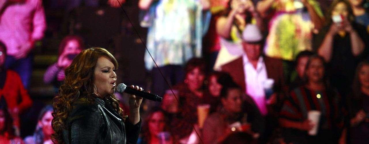 La cantante sabe que cada canción que es intérpretada durante sus espectáculos es entendida por sus seguidores, y que no es necesario que explique a quien se la ha dedicado.