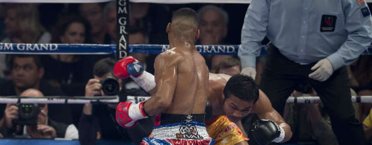 Gamboa dominated most of the fight, though Farenas was able to knock down Gamboa.