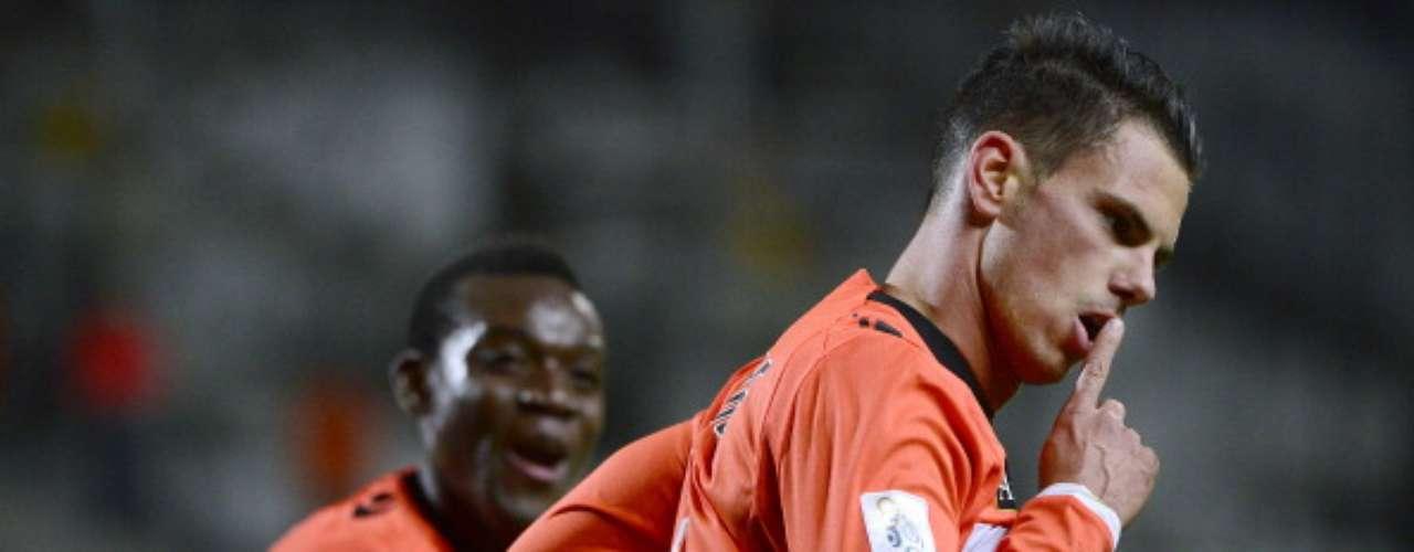 Lorient goleó 3-0 a Marsella en su casa y le frenó las esperanzas de Marsella de acercarse al liderato general.