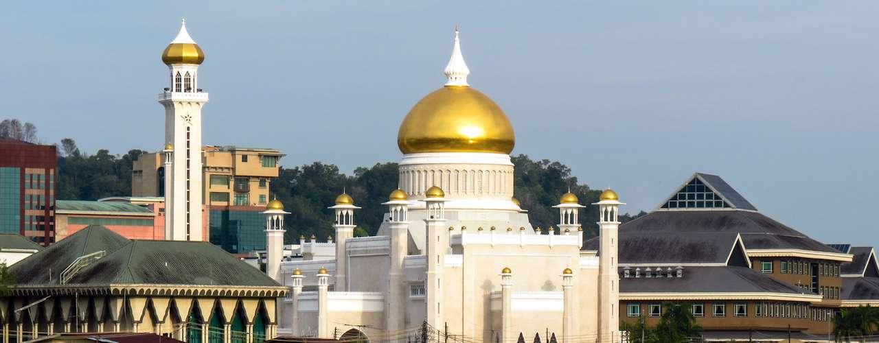 5. Brunéi, el pequeño sultanato gracias a sus reservas de gas natural está situado en el quinto lugar con un PIB por habitante de 48.333 dólares.