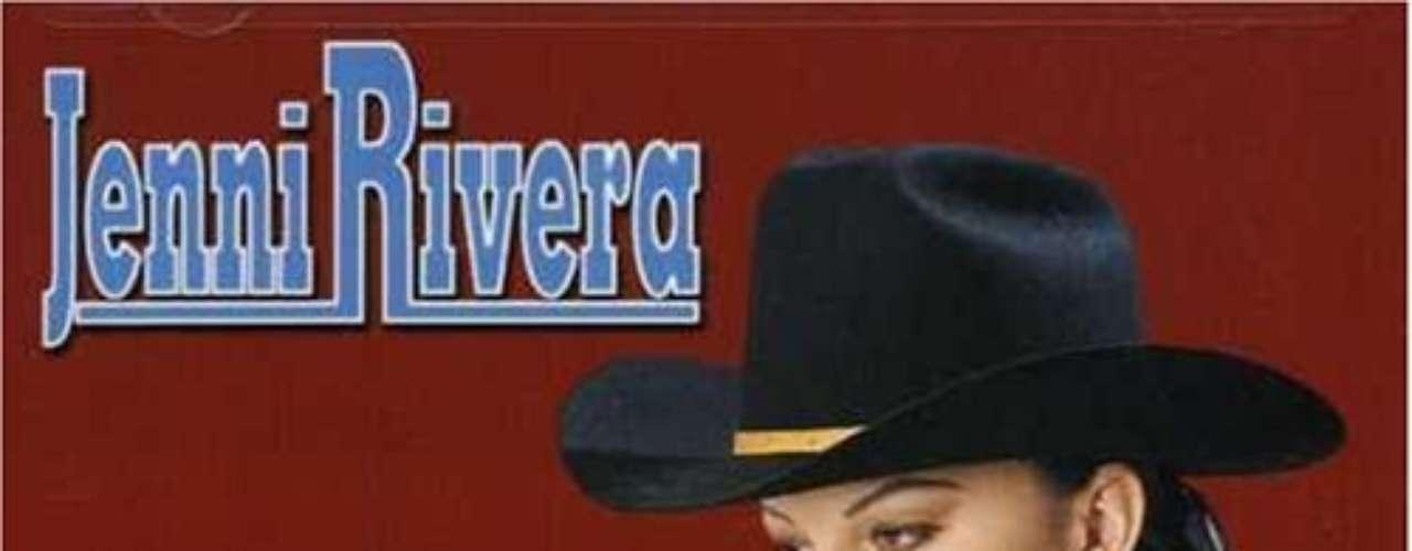 Con Déjate Amar, en el 2001, la hermana de Lupillo hace su primer crossover al inglés y además en banda, con el tema \