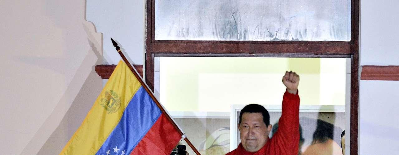El 7 de octubre de 2012, Hugo Chávez, celebró su reelección en el Palacio de Miraflores cuando derrocó al candidato de la oposición Henrique Capriles.