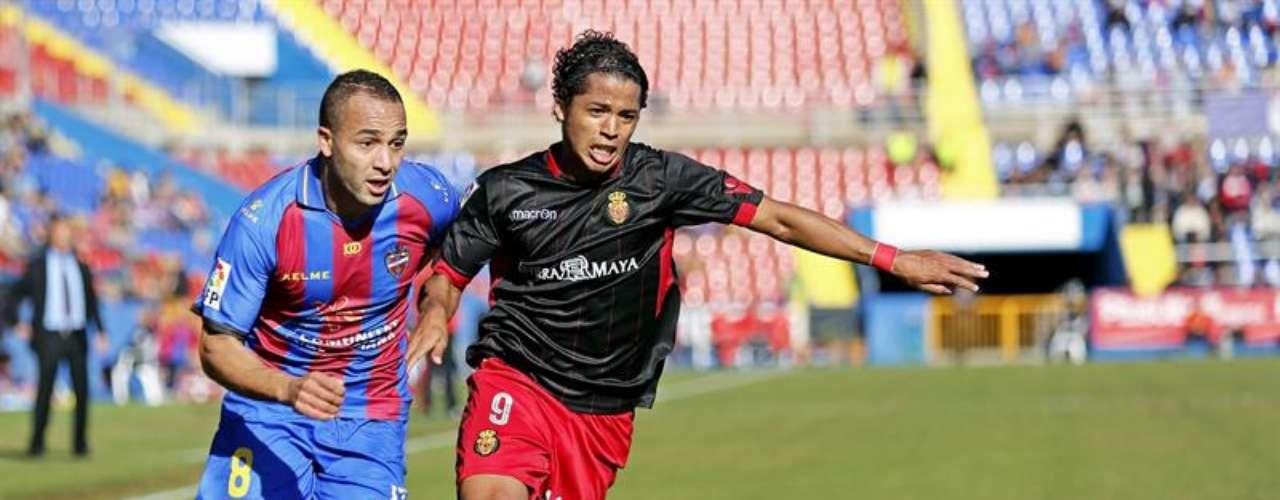 Giovani dos Santos jugó los 90 minutos en la goleada que sufrió el Mallorca en casa del Levante.