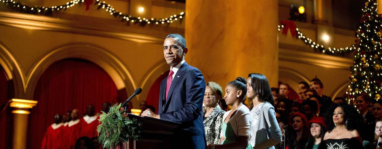 U.S. President Barack Obama speaks as his mother-in-law Marian Robinson (2nd L), and his daughters Malia (R) and Sasha, watch during the Christmas in Washington concert at the National Building Museum in Washington December 9, 2012. REUTERS/Joshua Roberts (UNITED STATES - Tags: POLITICS ENTERTAINMENT)