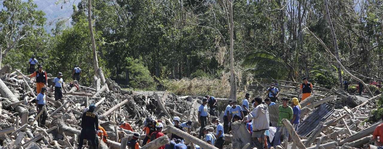 Las autoridades filipinas elevaron hoy a 647 los muertos por el paso del tifón \