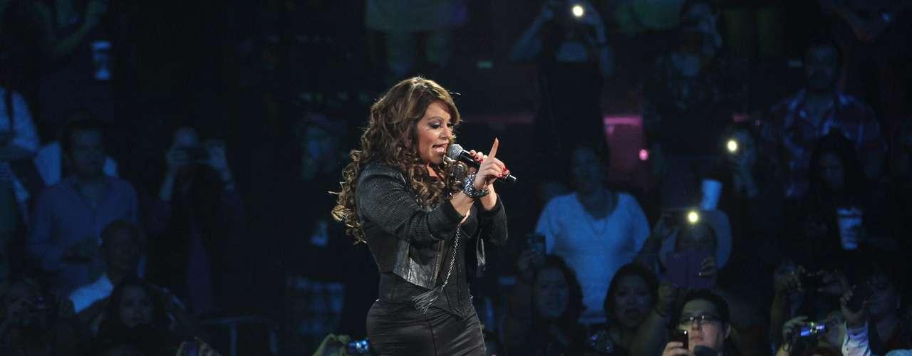 40 canciones formaron parte del repertorio que la cantante preparó en su tour 'Joyas Prestadas'.