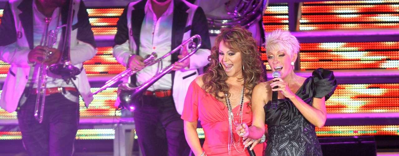 El 16 de marzo de 2012, Jenni fue la invitada sorpresa de Yuri en el último concierto de la jarocha en el Auditorio Nacional de Ciudad de México, donde a ritmo de banda interpretaron a dueto \