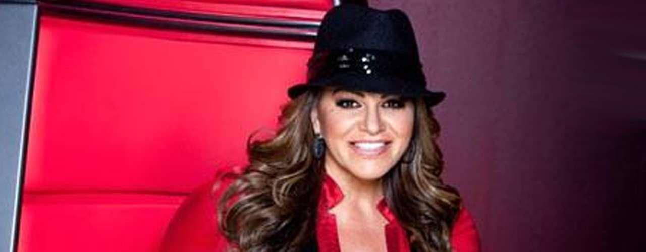 Jenni Rivera murió en un accidente aéreo cuando viajaba de Monterrey a Toluca, la madrugada del 9 de diciembre de 2012. La cantante se encontraba en la cumbre de su carrera. La diva de la banda perdió la vida junto a su maquillista, su peinador, su representante y su abogado, además de los dos pilotos.
