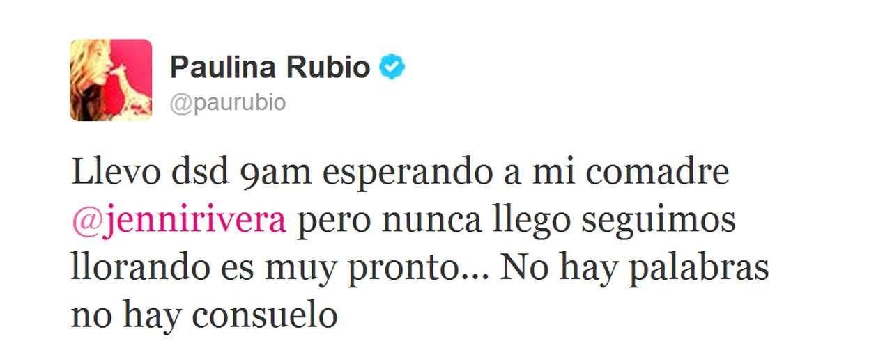 Paulina Rubio, quien cantaría con Jenni Rivera en 'La Voz... México 2', escribió desconsolada que aún esperaba a su \