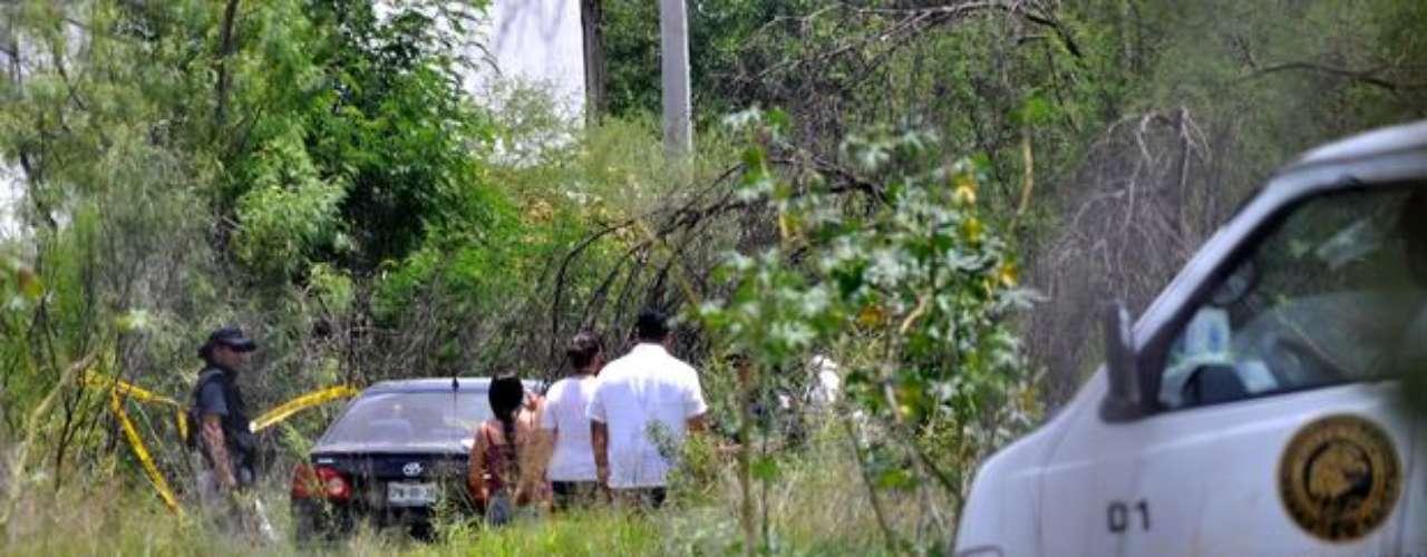 3 de julio de 2012 - Los límites municipales de Apodaca y San Nicolás fueron escenario de una persecución y una balacera entre delincuentes y agentes de la Policía Ministerial que dejaron un saldo de una persona muerta.