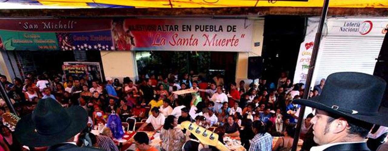 El Chepe, integrante del grupo de música norteña Los Caciques, fue asesinado de un tiro en la cabeza, en diciembre de 2011, en la delegación de Ixtapa, en Puerto Vallarta, Jalisco.