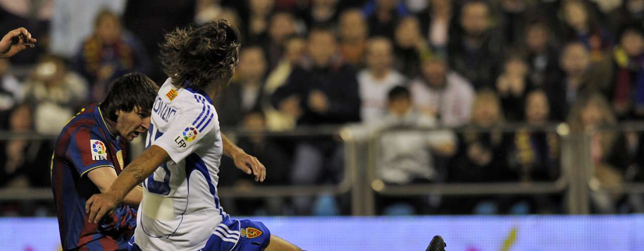 In 2010, Messi scored a hat-trick against Zaragoza including another wonder goal.