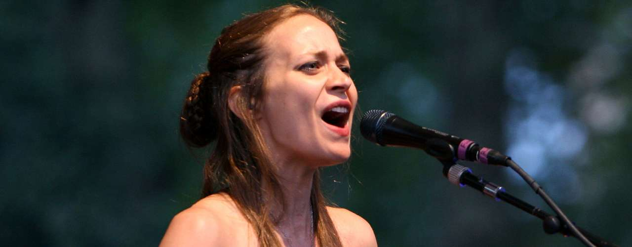 Last september Fiona Apple was arrested after marijuana was found in her tour bus. Ooops!