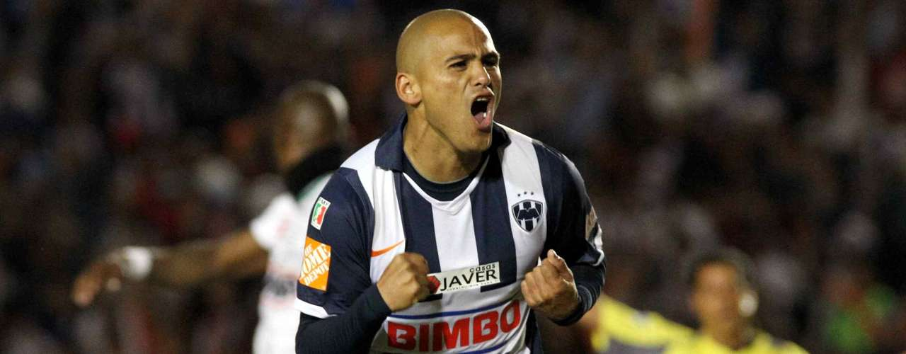 In the Apertura 2010, Humberto Suazo was in charge of the brace with which Rayados defeated Santos 3-0 in the first leg. In the second leg he scored another as Monterrey defeated Santos 3-2.