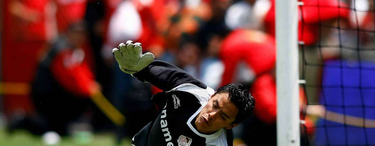 During the last two titles for Toluca where won in penalty kicks, in the Bicentenario 2010, Alfredo Talavera was the hero by blocking Fernando Arce.