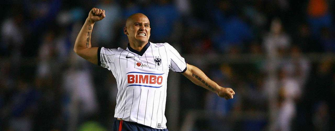 Two goals from Humberto Suazo helped Monterrey get the win over Cruz Azul in the first leg of the Apertura 2009 final. In the second leg, Chupete scored in the definitive second leg win 2-1.