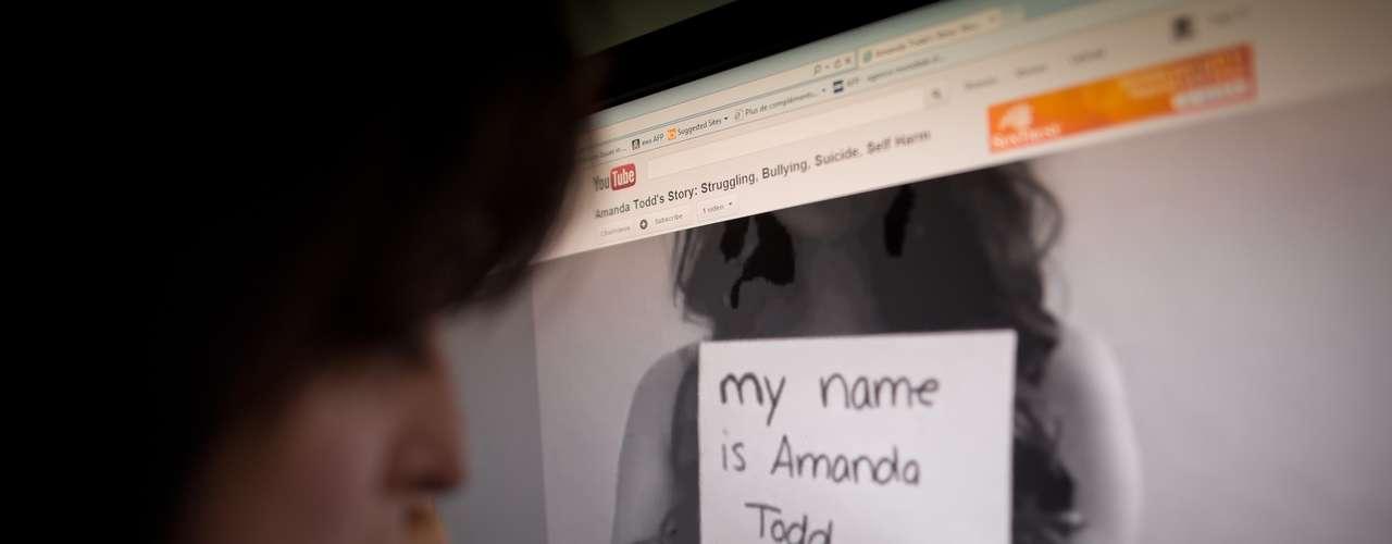 En octubre de 2012, Amanda Todd, de 15 años de edad, se quitó la vida. Todo sucedió un mes después de que la joven estudiante colgara un video en YouTube en el que, sin pronunciar una palabra, simplemente con tarjetas escritas, explicara el acoso que sufría desde hace tres años. En el video, de 9 minutos y titulado \