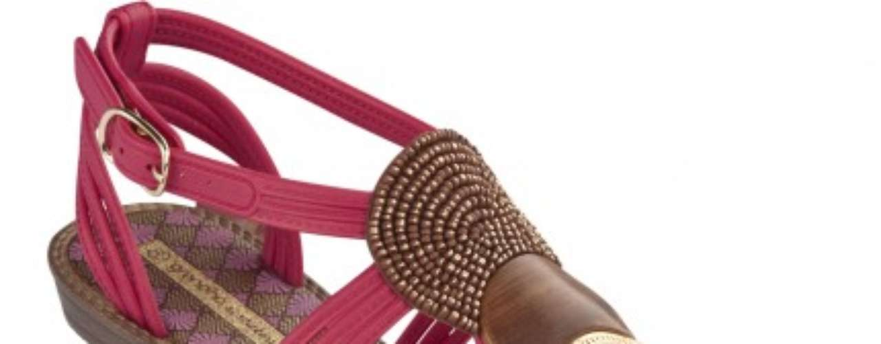 Shakira lanza su línea de sandalias de la cual hizo parte del proceso y también es imagen.