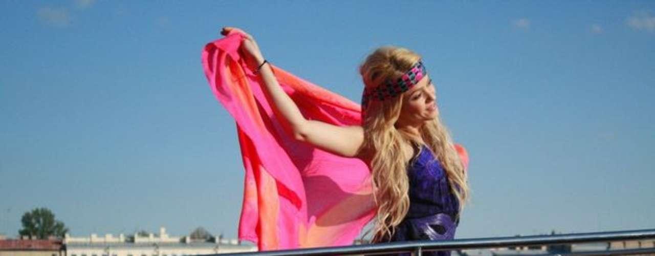 Shakira lanza su primera línea de sandalias de la cual hizo parte del proceso y también es la bella imagen con la marca Grendha by Shakira.