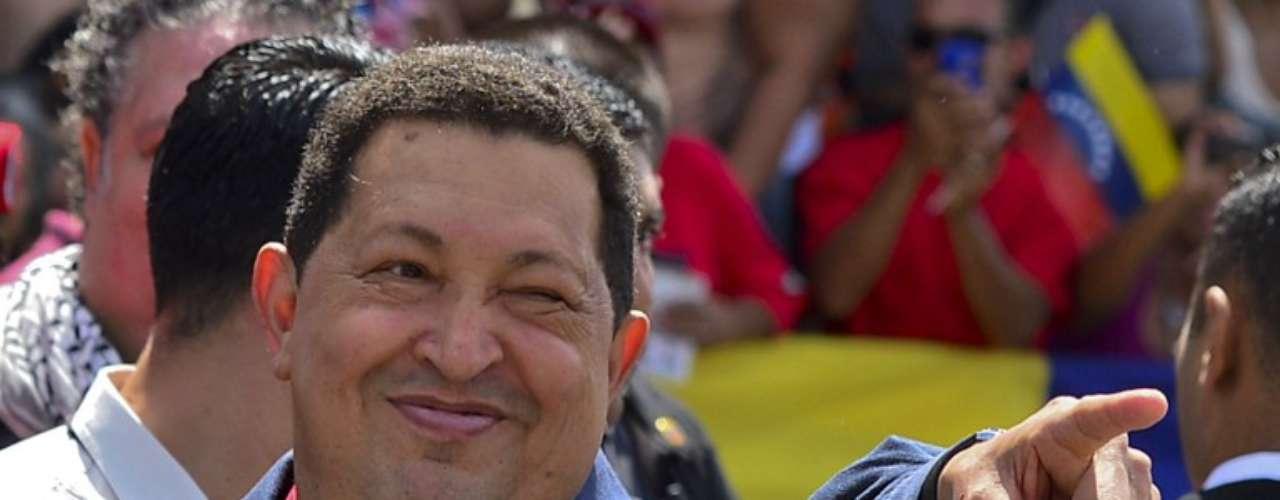 El presidente venezolano, Hugo Chávez, hace campaña en Caracasdurante el día de la votación de las elecciones en el país.