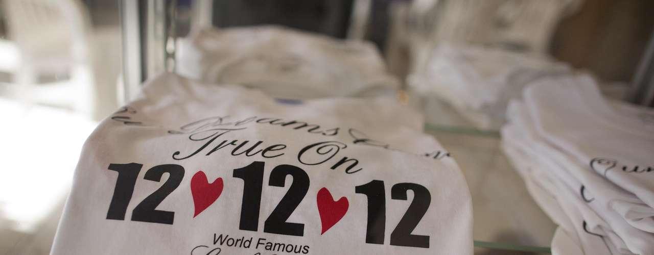 Las Vegas, la tierra de las bodas instantáneas, no iba a dejar escapar la oportunidad más reciente para ganar dinero con esta fecha: el día 12 del mes 12 del año 12. Y vaya que muchas parejas aprovecharon este 12-12-12 para casarse.