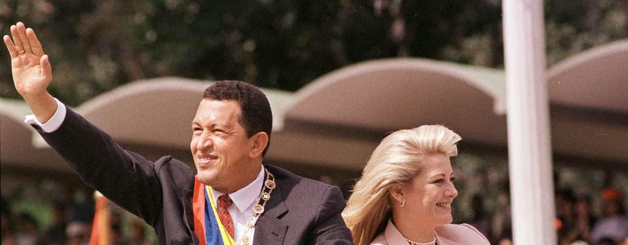 El primer periodo presidencial de Chávez fue hasta el 9 de enero de 2001. Fue el 10 de enero de ese año cuando comenzó su segundo mandato tras ganar las elecciones generales del 2000.