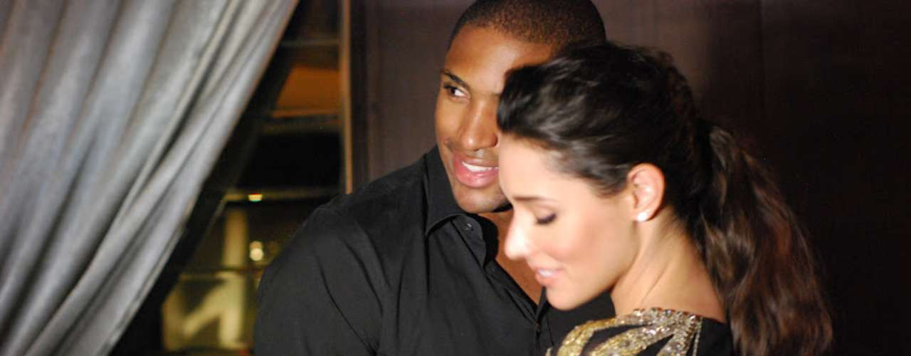 In honor of the 2012 Miss Universe contest taking place next week, we relive some of the famous beauty queens involved with athletes. We begin with the 2003 Miss Universe, Amelia Vega, who married the Hawks' Al Horford last year.