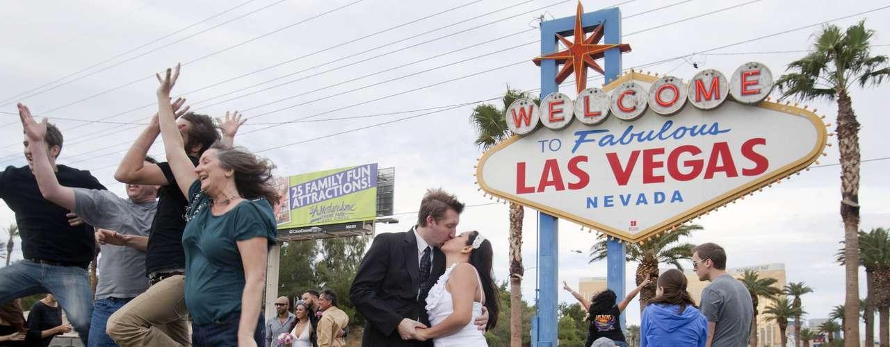 Durante años, Las Vegas ha sido conocida por innovaciones nupciales como bodas sin bajar del auto (\