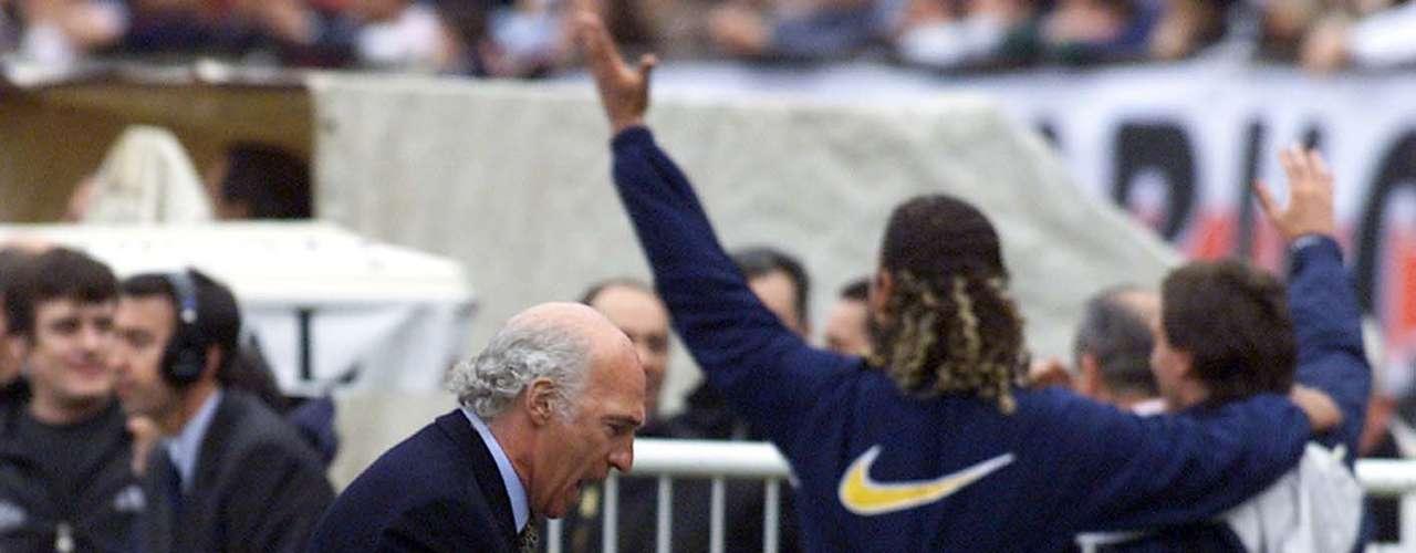 El festejo tras el tanto conseguido por Palermo, de cabeza, en el Boca-River del Apertura 2000