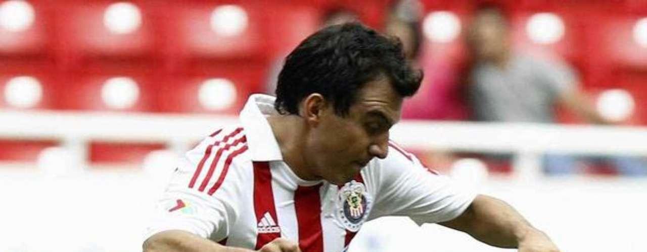 Luis Pérez falló un penalti al minuto 93 que representaba la victoria de Chivas sobre Pumas y tres puntos que metían a Guadalajara cerca de la zona de clasificación, en duelo correspondiente a la jornada 9.