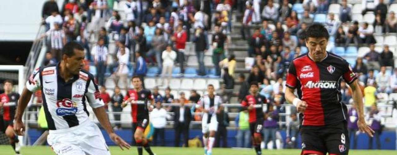 En la jornada 2, ya con el partido decidido, Paulo da Silva terminó de matar a Pachuca al marcar un autogol al minuto 90 que significó el 3-0 definitivo, en la derrota de Tuzos ante Atlas; en un intento por regresar el balón a su portero con el pecho, el paraguayo lo dejó lejos del alcance de Cota.