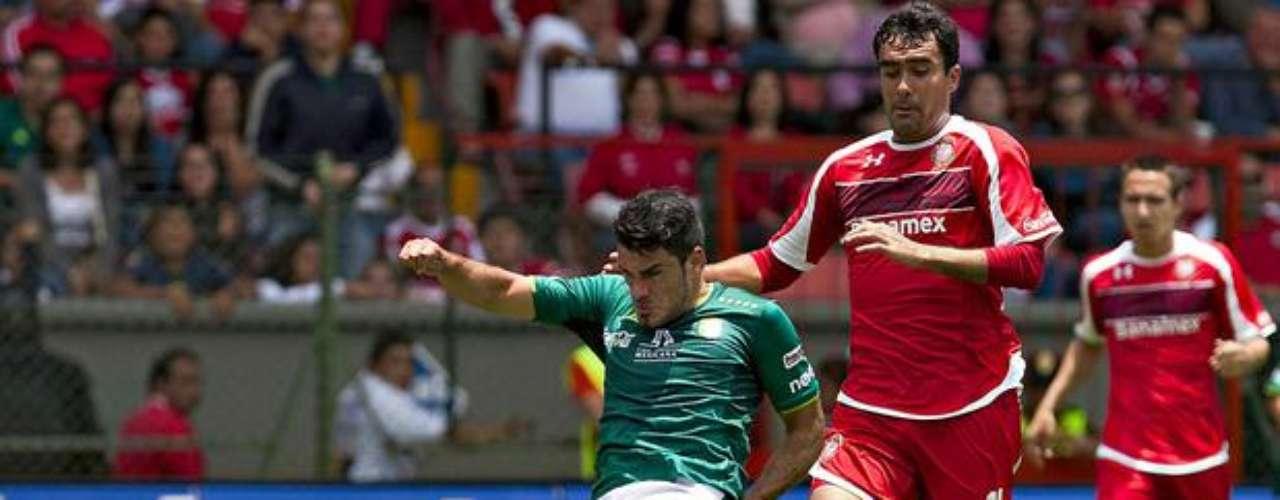 Nelson Maz tuvo el empate esmeralda en sus pies al recibir un balón en el área, pero controló mal y apenas alcanzó a puntear ante la salida de Talavera y su remate fue a dar al poste en el Toluca 2-1 León de la jornada 3.
