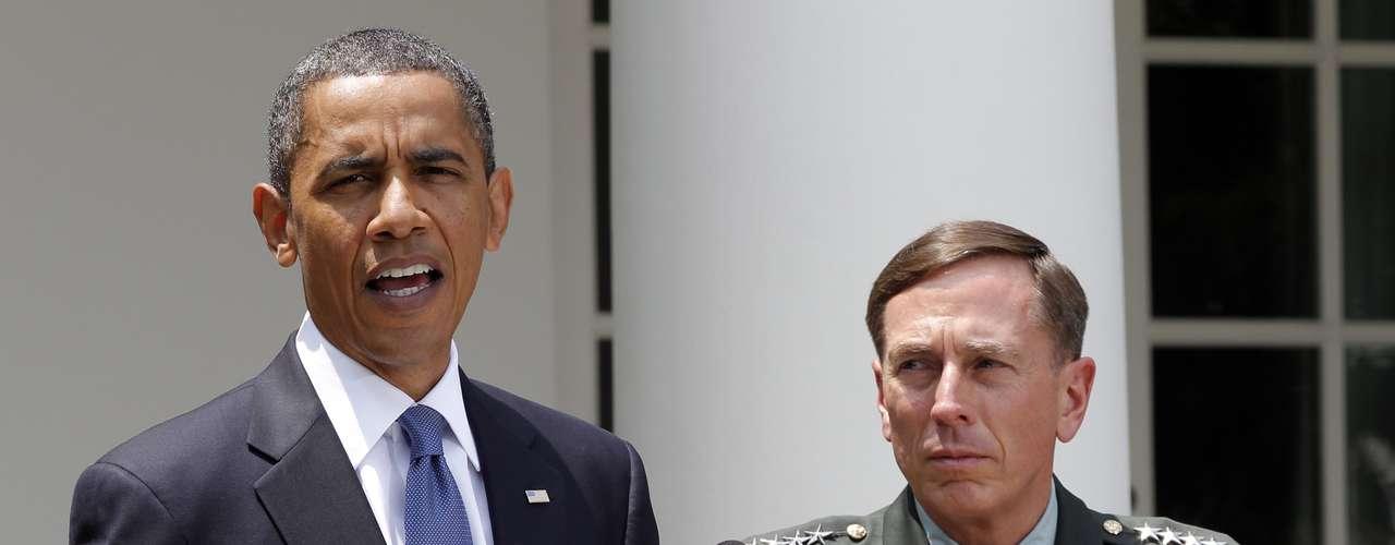 Tres días después de que el presidente de EE.UU., Barack Obama, fuera reelegido el 6 de noviembre, el jefe de los servicios de espionaje anunció su dimisión tras reconocer una relación fuera de su matrimonio, en una carta en la que consideró \