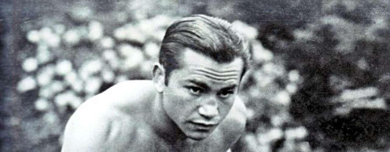 Barney Ross; Récord: 72-4-3, 22 KO; Periódicos que lo vieron ganar: 2-0; Años en activo: 1929-1938; Títulos: World Lightweight, World Junior Welterweight, World Welterweight (2X)
