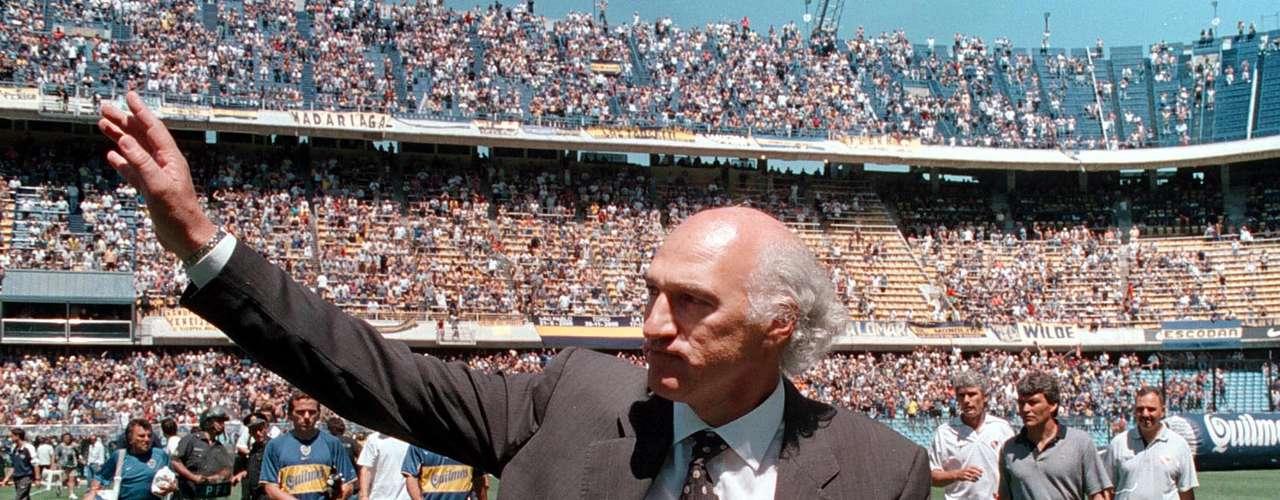 El cierre de su primera etapa: victoria ante Independiente, 5-3, en la última fecha del Apertura 2001